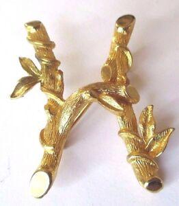 broche-bijou-vintage-couleur-or-lettre-034-H-034-majuscule-signe-332