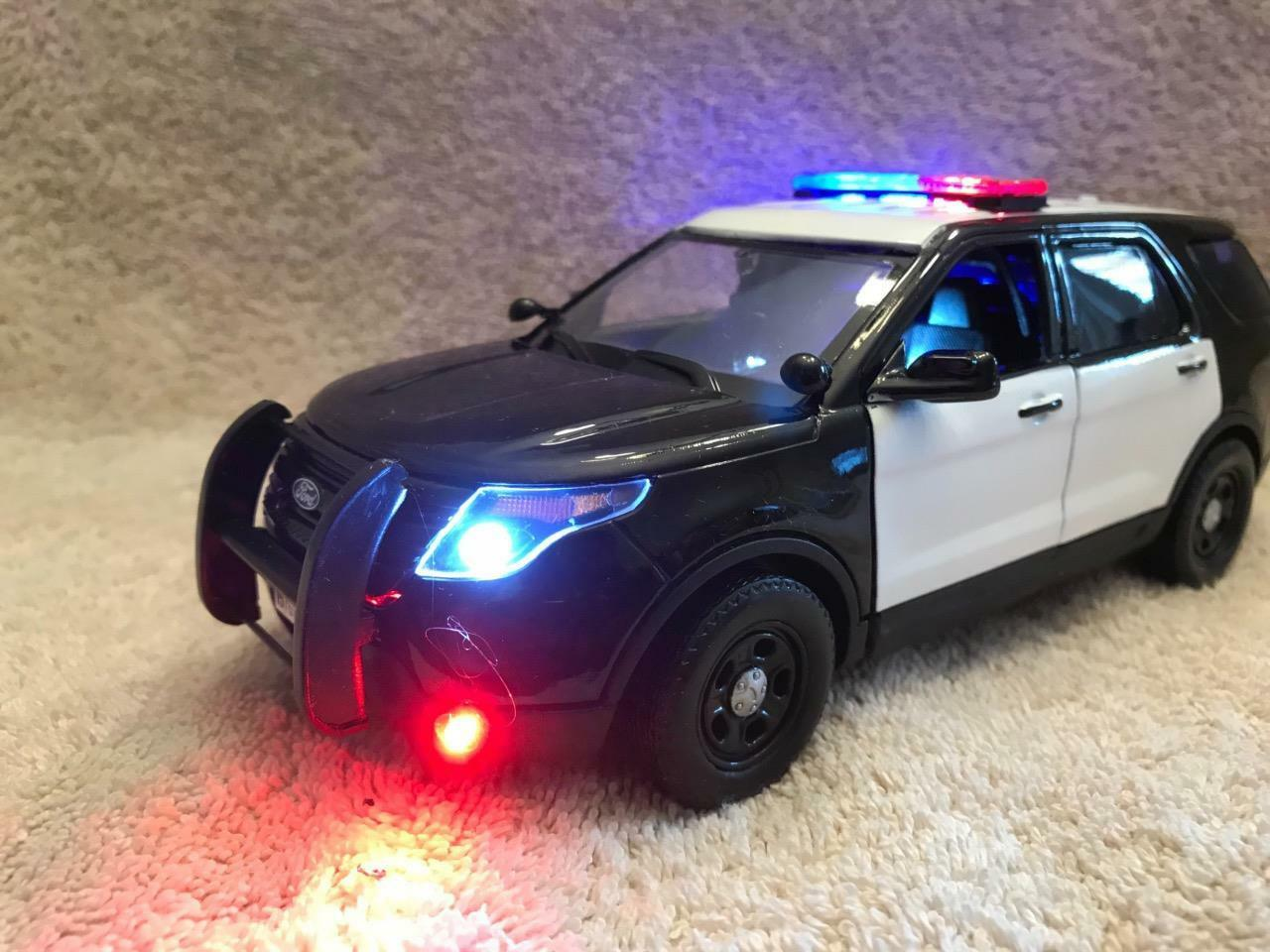 1 24 SCALE DIECAST BLANK BK bianca POLICE FORD SUV WITH WORKING LIGHTS AND SIREN