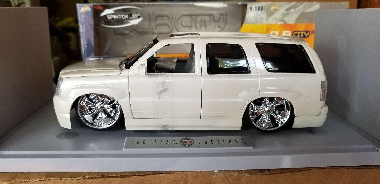 1 18 Jada Toys Cadillac Escalade Dub City White