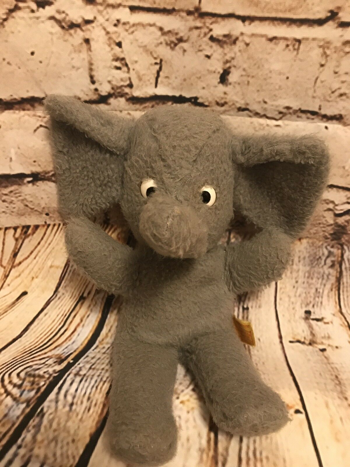 EXTREMELY RARE Vintage Gund Saggy Baggy Elephant Plush. 12  . Not Dated.