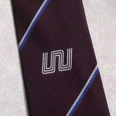 Amabile Vintage Tie Cravatta Da Uomo Logo Aziendale Crested Club Associazione Società Borgogna-mostra Il Titolo Originale