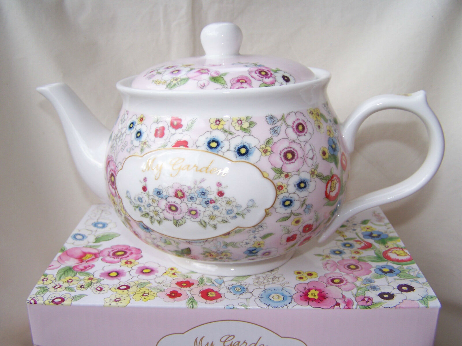 - Teekanne mit Blütendekor aus Porzellan -   My Garden   ORIGINAL Easy Life