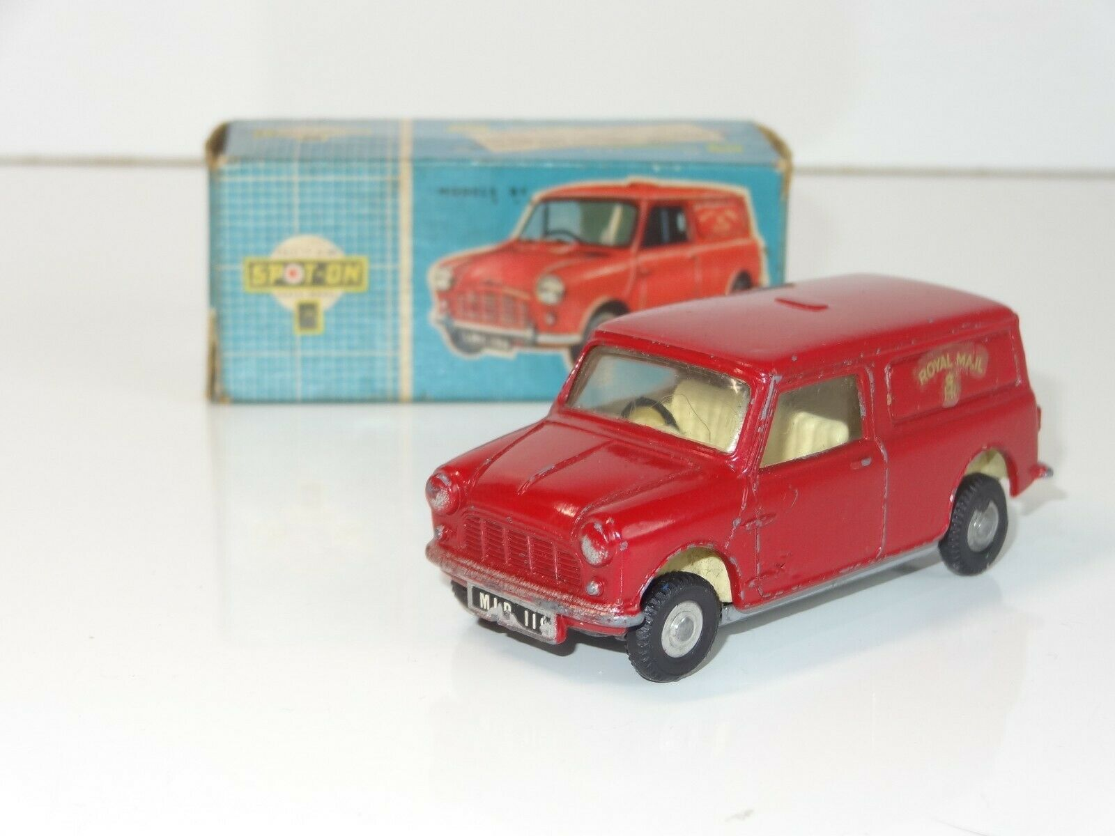 (V) TRIANG Spot On  Austin Mini Van Royal Mail - 210 1  bon shopping