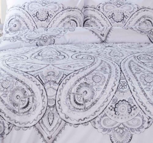 Paisley Duvet Cover /& Pillowcase Set Fully Reversible S//D//K Bright or Charcoal