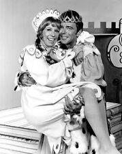 """CAROL BURNETT & KEN BERRY IN A SKIT """"ONCE UPON A MATTRESS' - 8X10 PHOTO (DA-722)"""