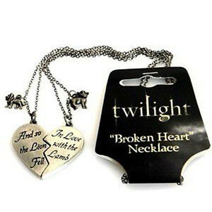 TWILIGHT-Lion-amp-Lamb-039-Broken-Heart-039-Jewellery-Necklace-Replica-NECA-NEW