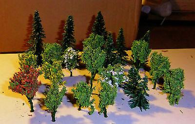Mischwald und Nadelbäumen kleine Bäume Kombination aus Laub