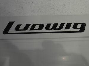 """Ludwig Type Decals (noir Pour Blanc/clair Drum Heads) X Deux Copies. Longueur 11""""-afficher Le Titre D'origine"""