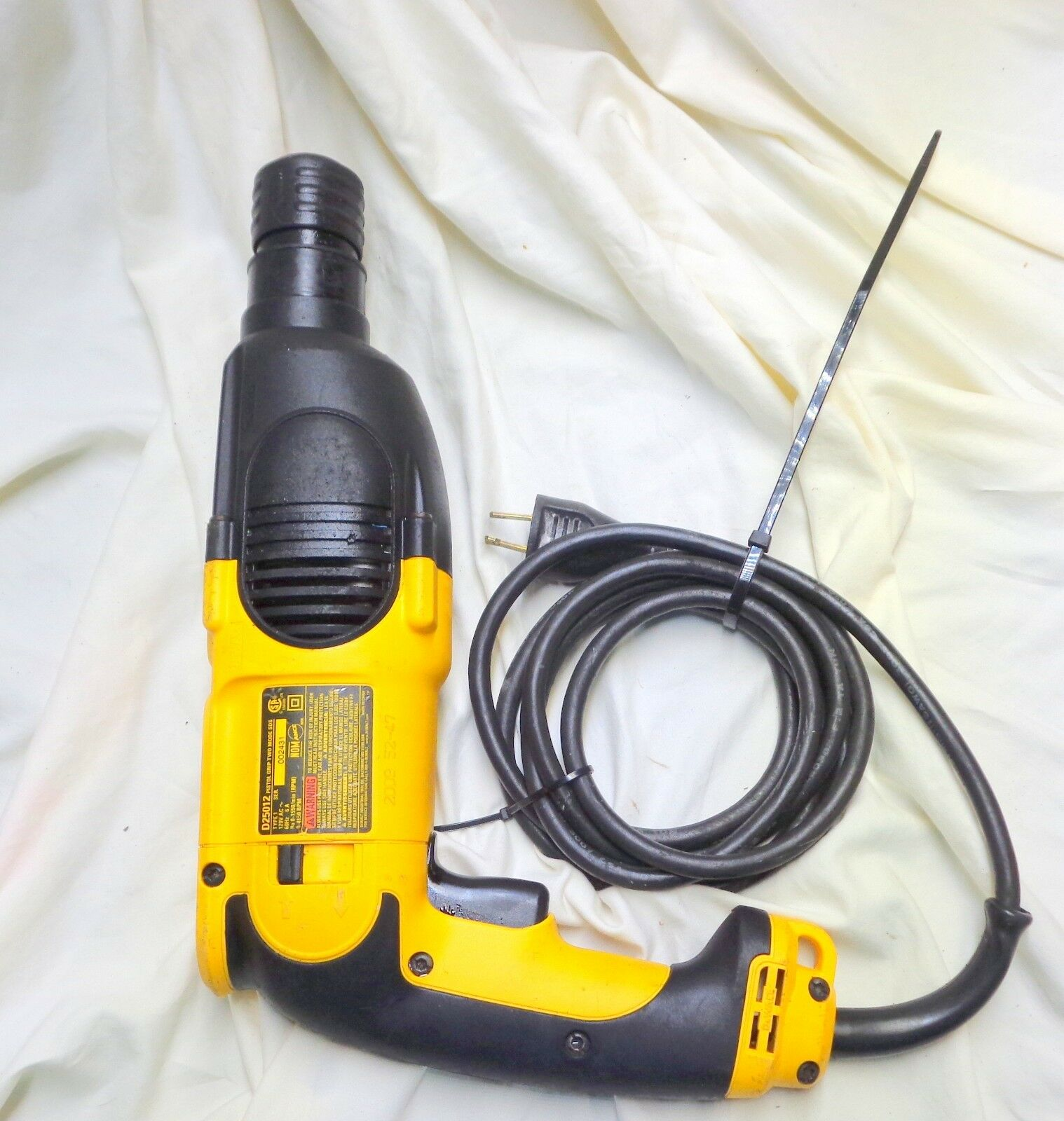 DeWALT D25012K PISTOL-GRIP 7 8 INCH SDS ROTARY HAMMER works great