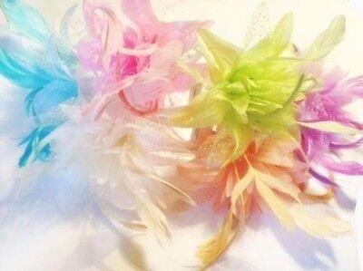Das Beste Pastellfarbenes Feder Blume Haarteil Auf Einem Haarreifen Volle Reichweite