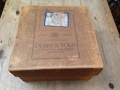 Vintage Derry & Toms Hat Box / 1927 - 34x34x18cm
