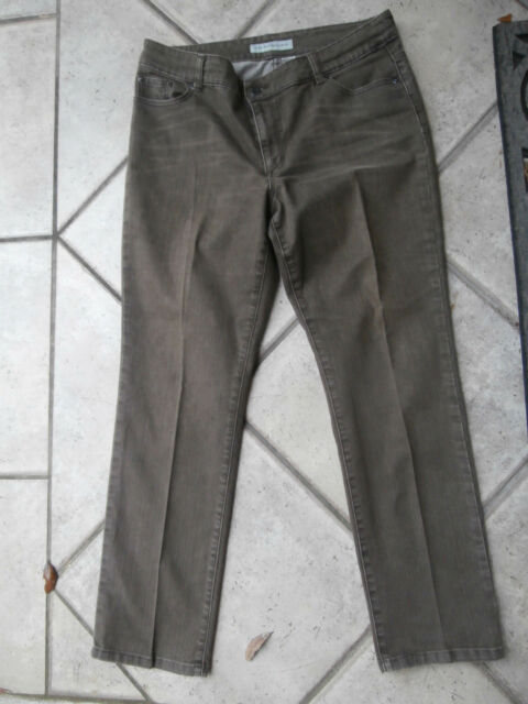 Chico S Platinum Denim Ultimate Fit Sz 2 5 Short Jeans Slim Leg Ecru