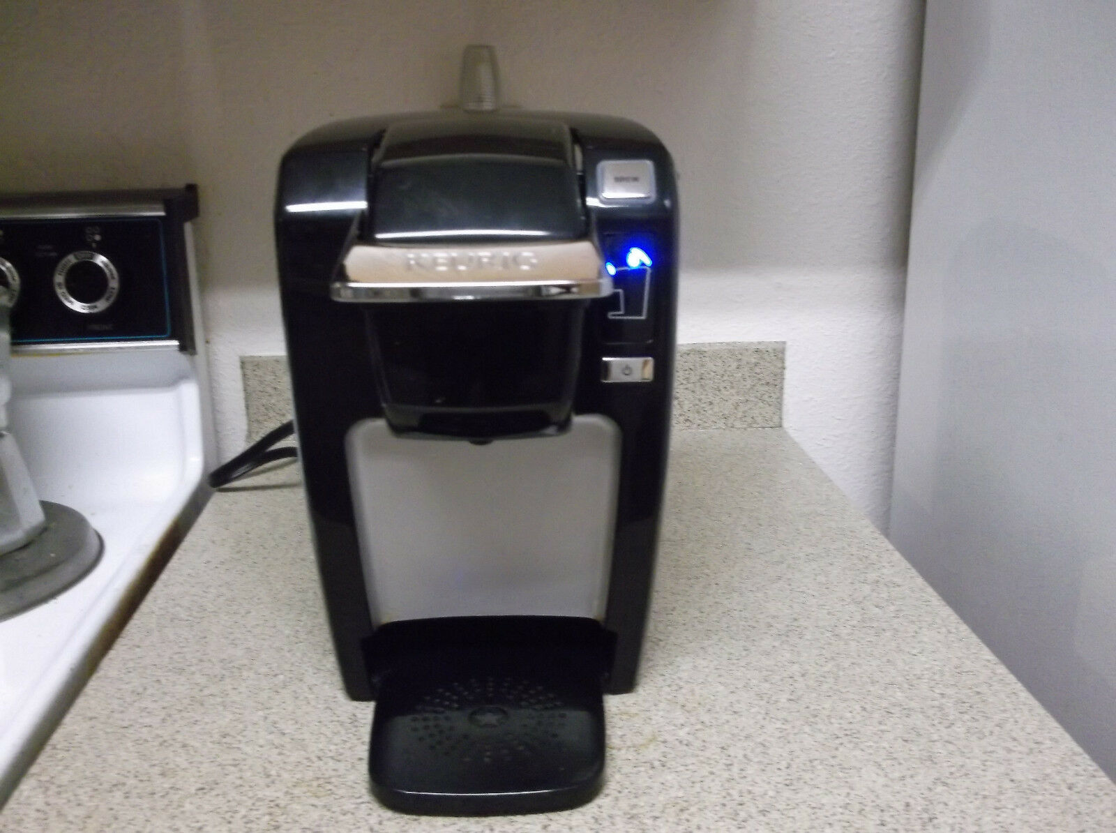 Simple Keurig K15 servir Compact K-Cup Pod Noir Cafetière sans Plateau D'égouttement