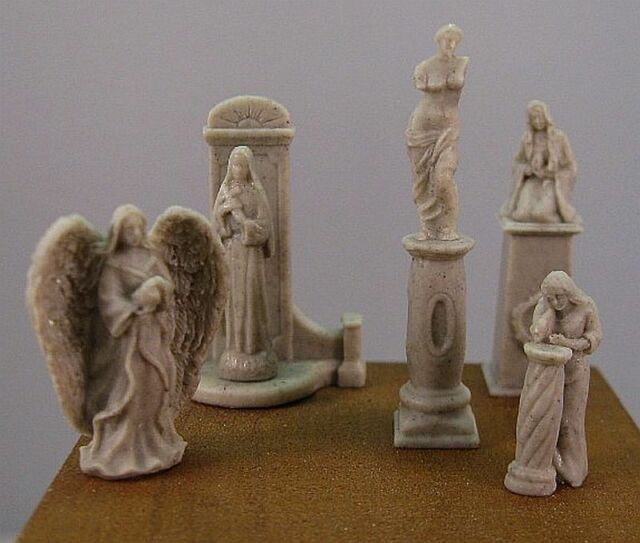 Reality In Scale 35091 Small statues & pedestals 1:35 scale diorama accessory