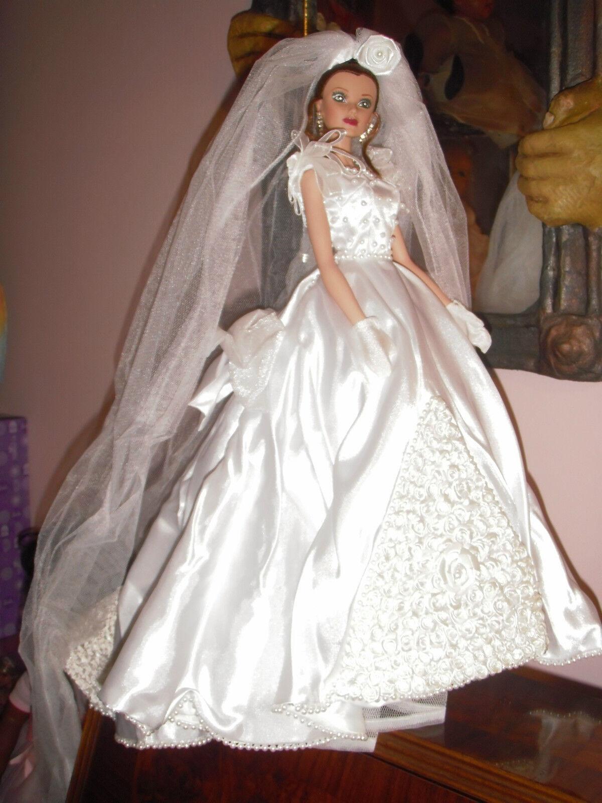 MUÑECA MANIQUÍ GIGI BRIDE,THE BUTTERFLY RING, de Sandra Bilotto, ed. lim y num.