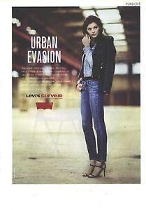 PUBLICITE ADVERTISING   2011  LEVI'S CURVE ID jeans pret à porter