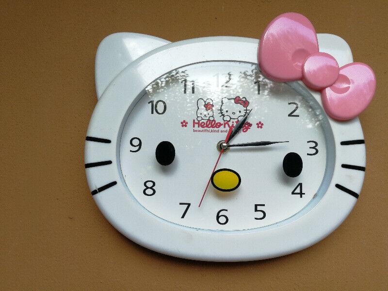 Beautiful Hello Kitty clock.