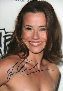 Linda-Cardellini-Autograph-Signed-20x30-Inch-Photo