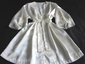 Victoria-039-s-Secret-Ivory-Satin-Short-Robe-Pearl-Lace-L-XL-XXL-NEW-Dressing-Gown