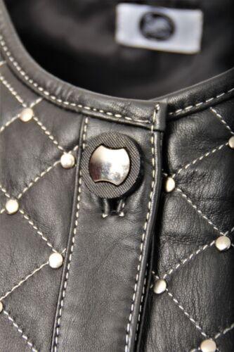 Giacca di pelle elegante in vera pelle con piccole borchie per donna