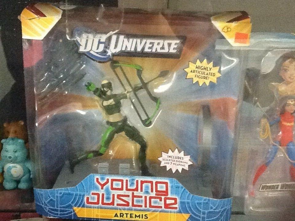 DC Universe Young Justice Artemis figure
