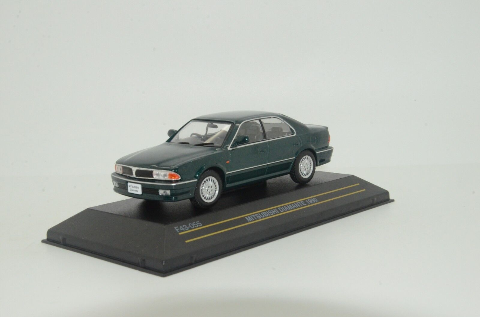 RARE    Mitsubishi Diamonte 1990 Green First 43 F43-055 1 43