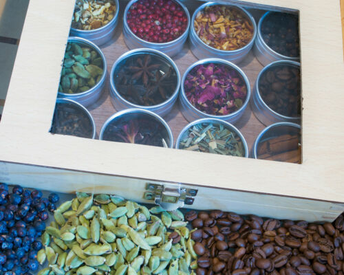 Gin Gift Wood Box Tonic /& Gin Botanicals to infuse or garnish Kit Gift Present