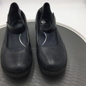 Dansko Womens Jenna Flat Shoes Black