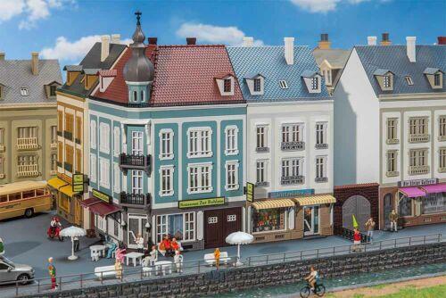 Eck Faller 130703 2 Stadthäuser Beethovenstraße NEU in OVP und Reihenhaus