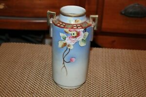 Vintage-Nippon-Hand-Painted-Double-Handle-Vase-Flowers-Gold-Accents