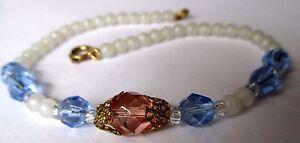 bracelet-bijou-vintage-perle-blanche-et-cristal-a-facette-bleu-et-rose-deco-548