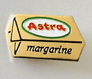 Astra-Margarine-Butter-Logo-Advertising-Pin-Badge-Rare-Vintage-J7