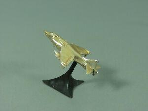 FLUGZEUGE-Militaerische-Flugzeuge-auf-Staender-1978-Hawker-Harrier-golden