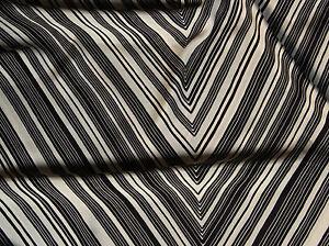 Seidensatin-Seide-glaenzend-140-x-50-cm-schwarz-wollweiss-100-Seide-hochwertig