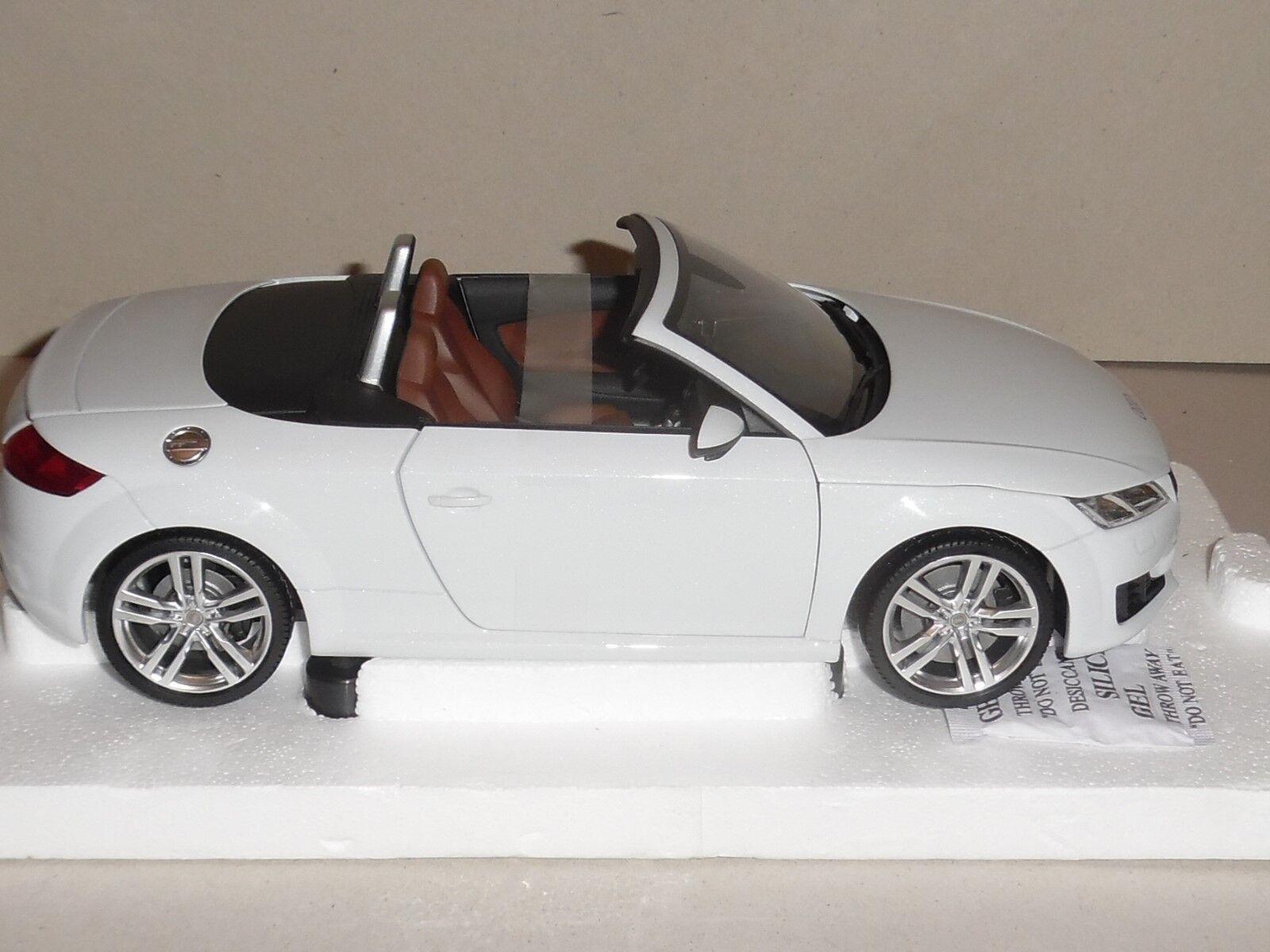 MINICHAMPS. 1 18 SCALE, AUDI TT ROADSTER 2014 GLACIER WHITE AUD 5011400515, NEW