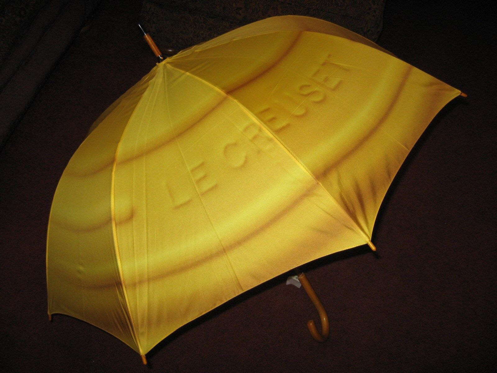Le Creuset Extremely Limited Edition Umbrella   37  x 54  Open   Soleil jaune