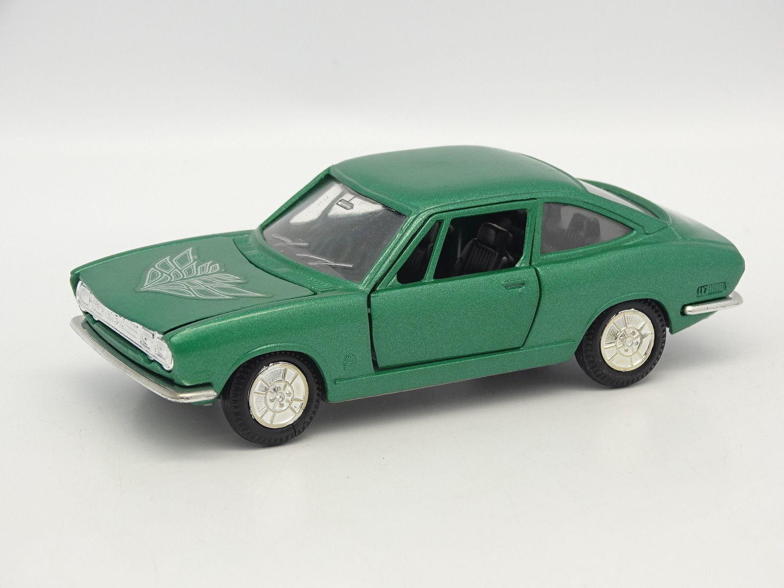 Yonezawa Diapet SB 1 43 - Isuzu 117 Coupe Green