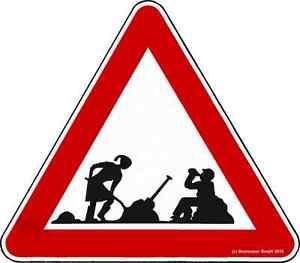 Bauarbeiter-Bierpause-Baustelle-Mann-und-Frau-Vorsicht-Pause