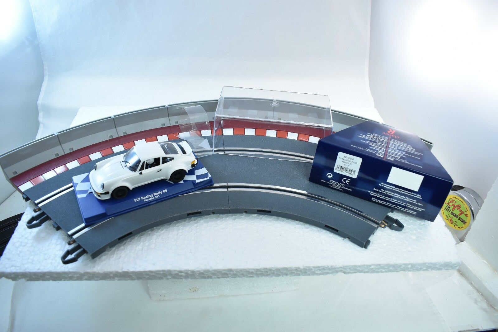 07056 FLY CAR MODEL 1 32 SCALE RALLY 2005 PORSCHE 911 FLY-131 WHITE CLASSIC R