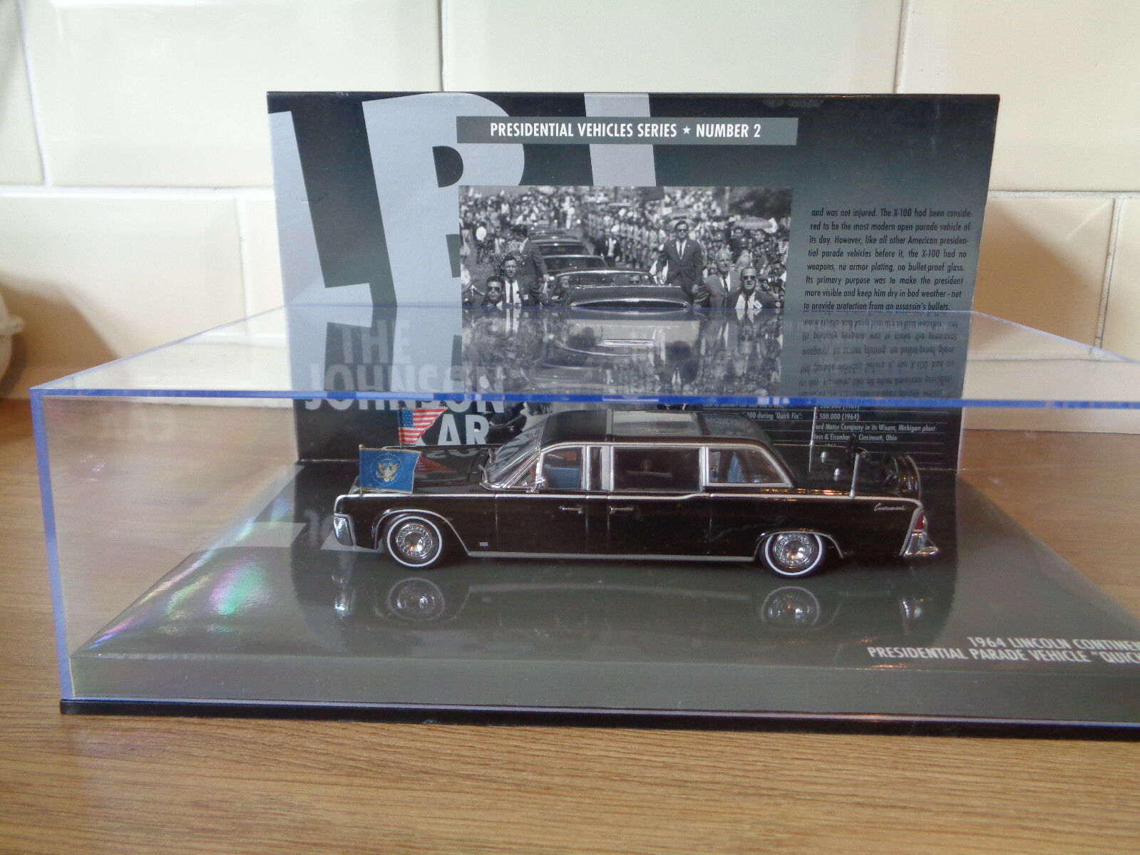 Minichamps 1964 Lincoln Continental Johnson Presidential Parade Car 1 43 scale