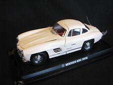 Kyosho Mercedes-Benz 300 SL Coupé Gullwing 1:18 White (JS)