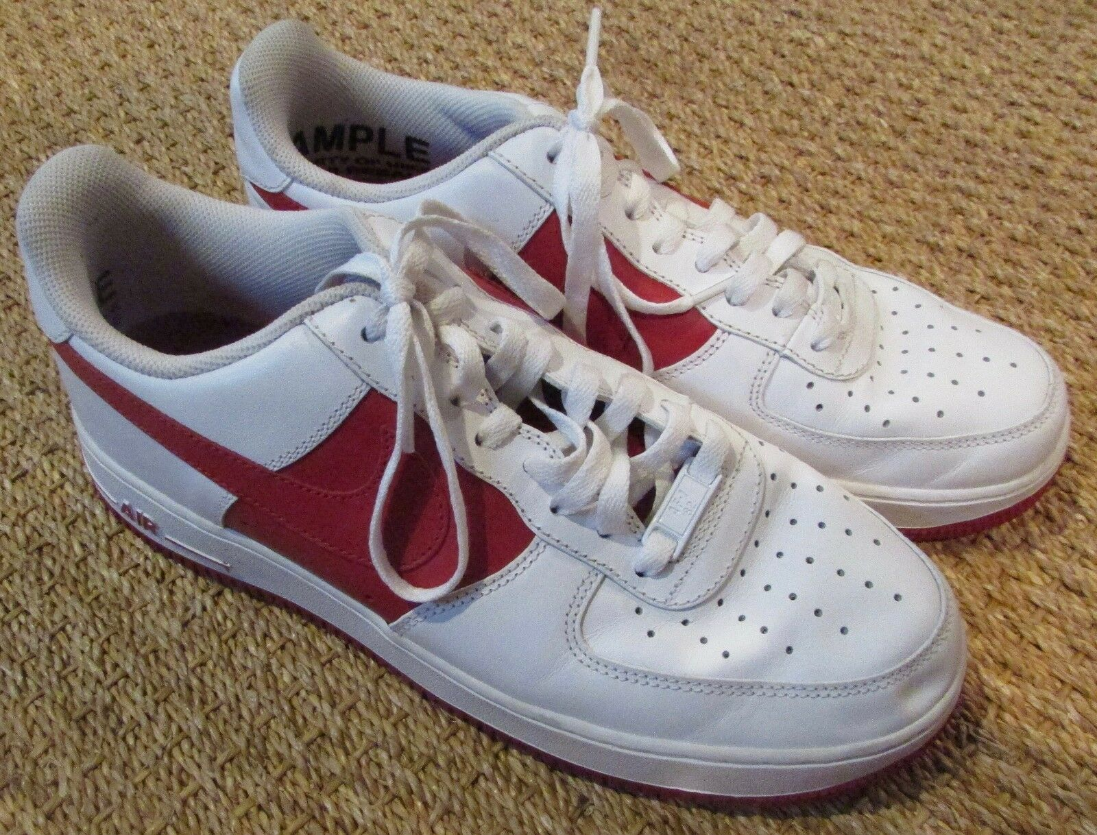 Nike Air Force 1 '07 LE White V Red Size 9 SAMPLE shoes EUC