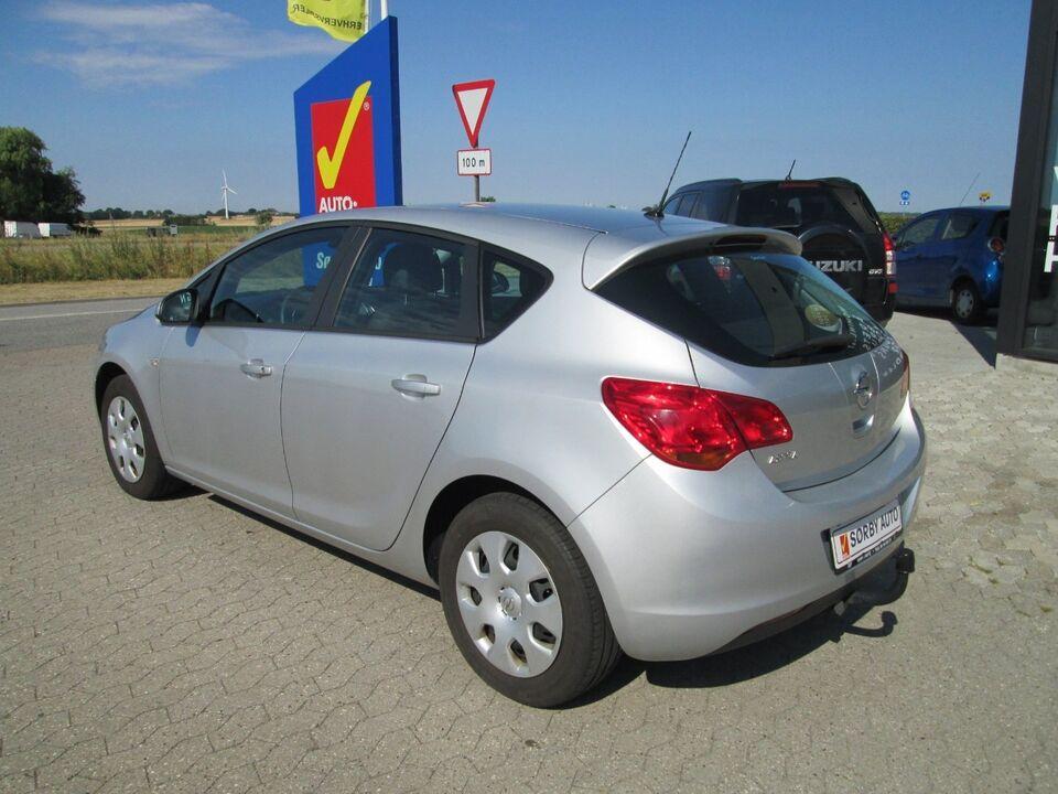 Opel Astra 1,4 100 Enjoy Benzin modelår 2011 km 58000
