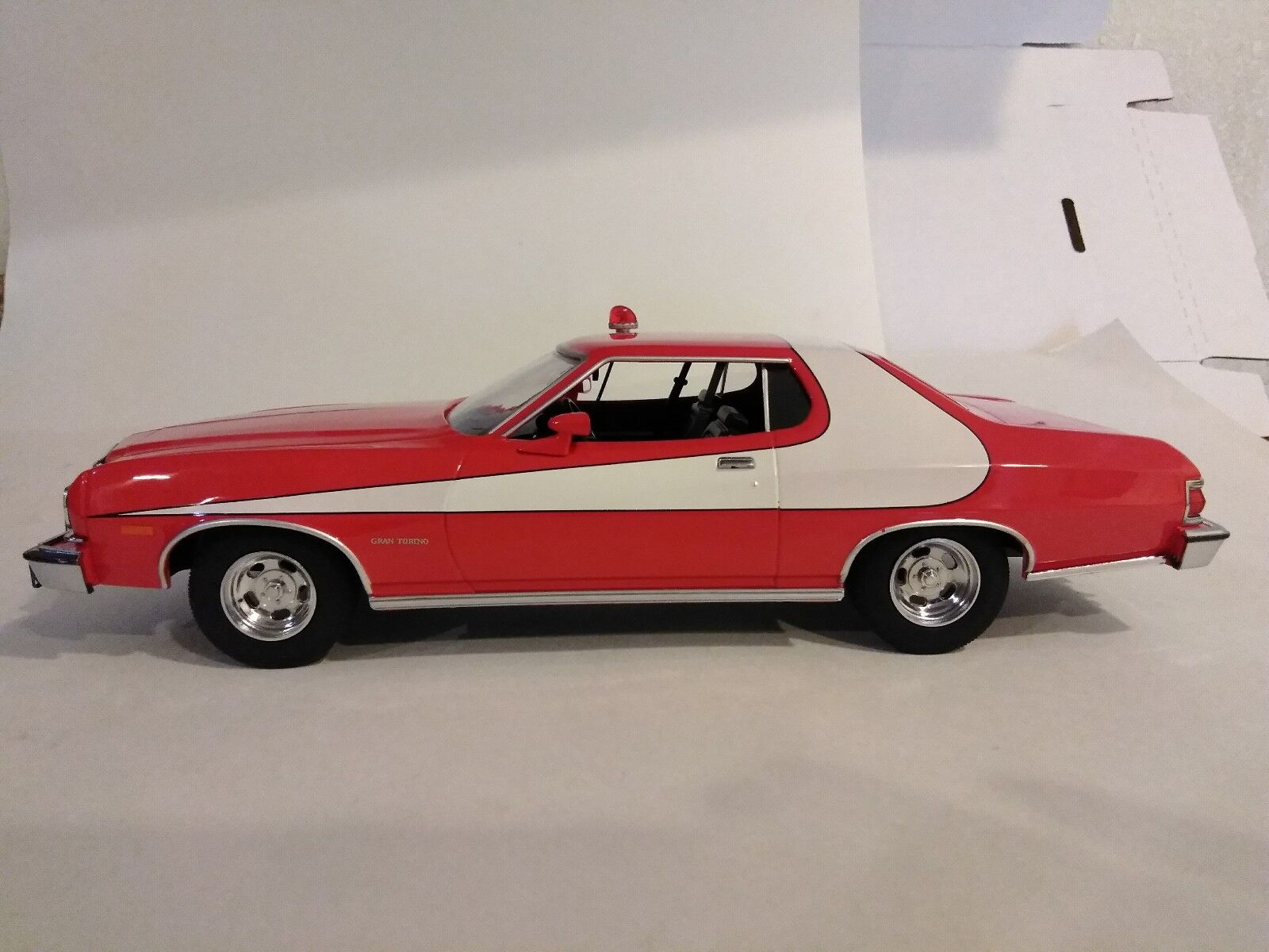 Paul Michael Glaser signed Starsky & Hutch 1 18 scale diecast car