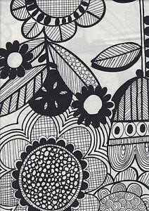 Wildflower-Black-amp-White-100-cotton-quilting-fabric-Half-Metre-50-x-110-cms