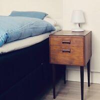Væghængt sengebord af teak: Børge Mogensen ca 1960 – retro