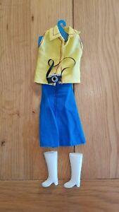 RéAliste Vintage Sindy 1980 S Bottes Bleu Jupe Jaune Top Vêtements Poupée Tenue & Caméra Pour RéDuire Le Poids Corporel Et Prolonger La Vie