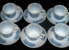 Service en Arcopal: 6 Grandes Tasses avec soucoupes.    En Parfait état.