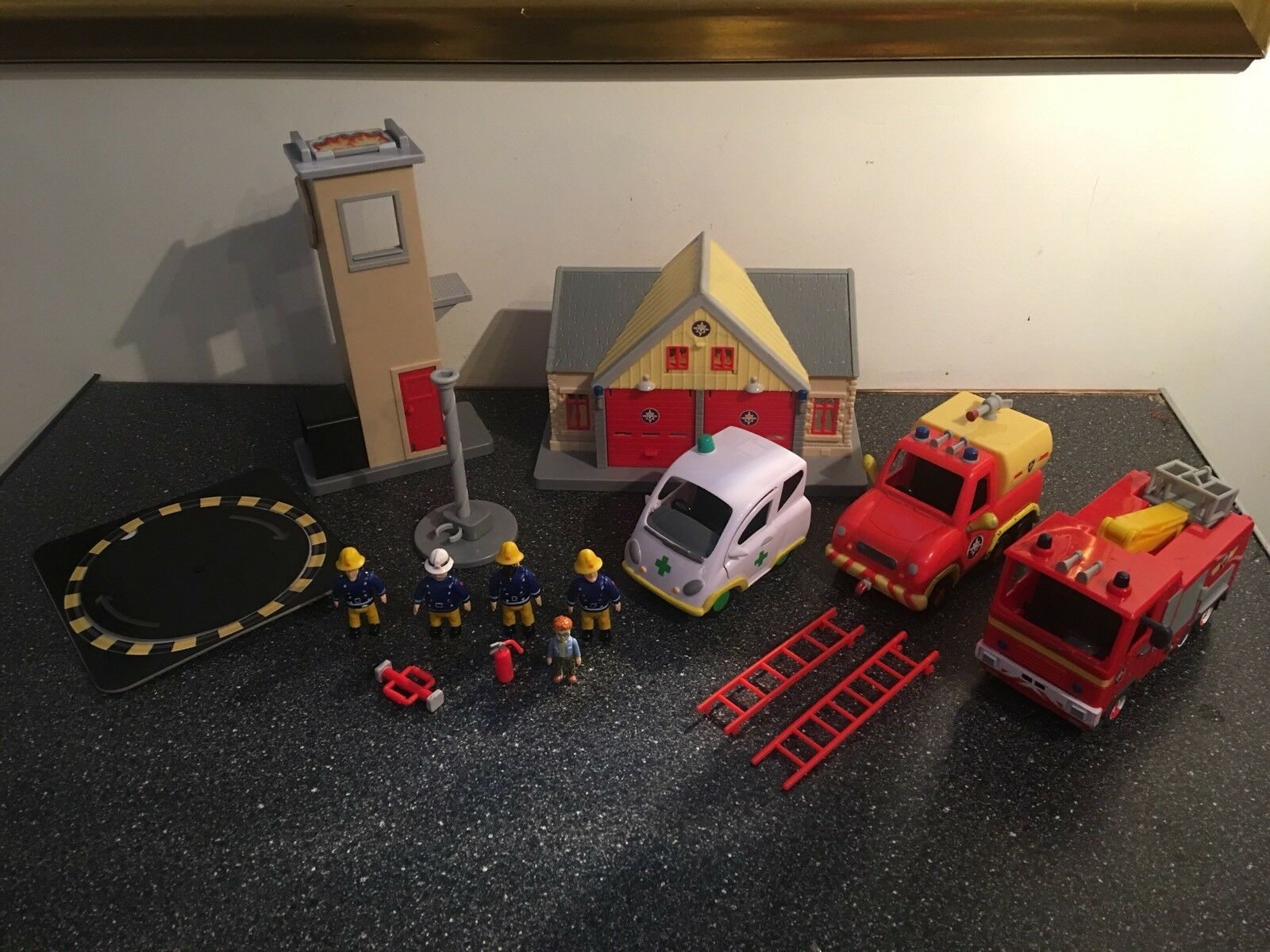 FIREMAN SAM SAM SAM BUNDLE WITH FIGURES ACCESSORIES AND VEHICLES 6a6698