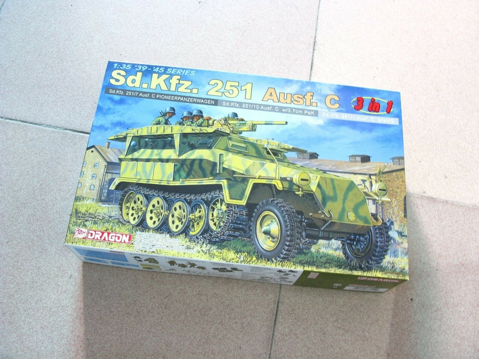 Dragon 1 35 Sd.Kfz.251 Ausf.C  3 in 1